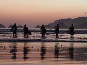 Pesona Wisata Pantai Pulau Merah Banyuwangi